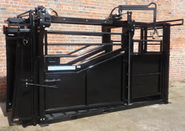 Unistock Extended Cattle Squeeze Crate 1