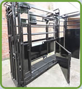 Unistock Extended Manual Cattle Squeeze Crate 1